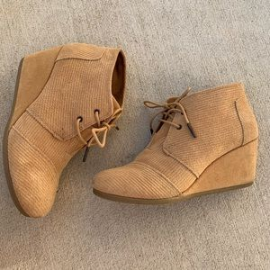 Toms wedge shoe- corduroy tan